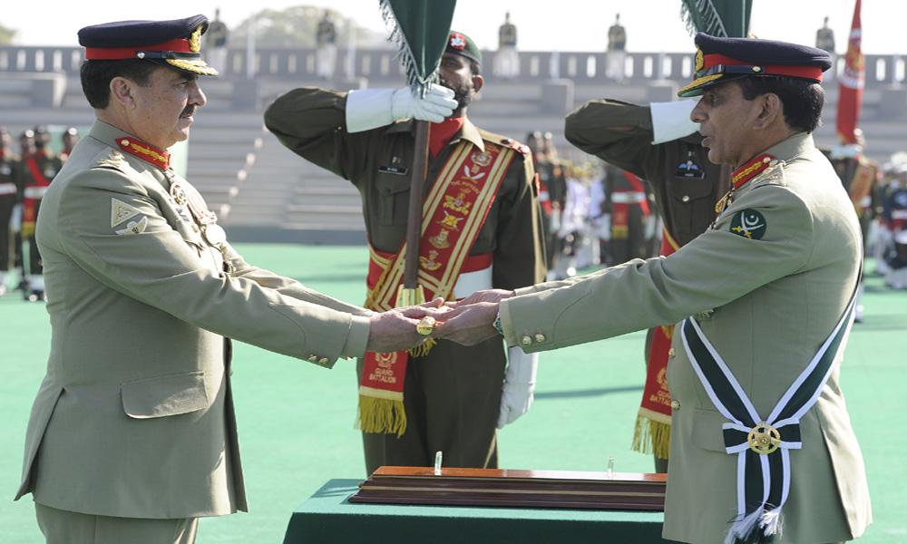 一般的Kayani、コマンドの陸軍長官は、''''一般Raheelシャリフへのシンボル参照を貼る