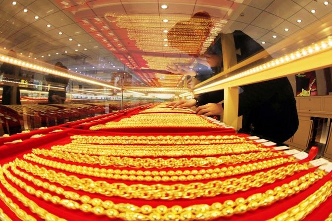 インドでは、2013年に975トンの金を購入し、販売する
