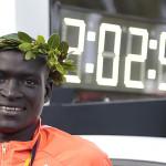 ケニアのデニスKimettoベルリンマラソンで世界記録を樹立