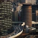 ハンシェン大阪エクスプレスの日本の都市で有名な通りが突然建物に押し入っていること