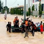 マレーシアのラーク6万人々が洪水によって変位