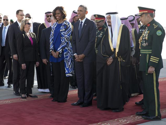 バラク·オバマ米大統領と彼の妻はDONEサウジアラビアのサルマンビン·アブドゥルアジーズアルサウドを歓迎