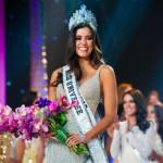 コロンビアで最も美しいミスユニバースのパウリナベガは賞を受賞