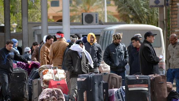 2週間でリビアから避難25000エジプト人