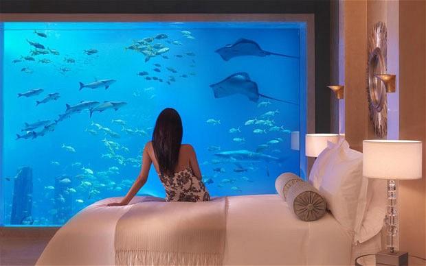 ドバイの水中ホテル