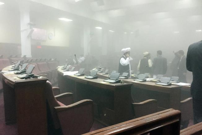 افغان پارلیمنٹ پر دوران اجلاس طالبان کا دھاوا، 7 حملہ آور ہلاک، 25 افراد زخمی