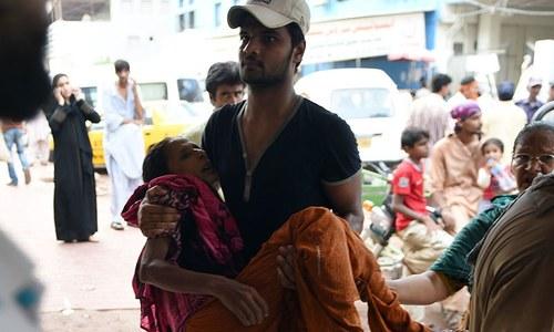 パキスタンの極端な暑さから少なくとも300人が死亡