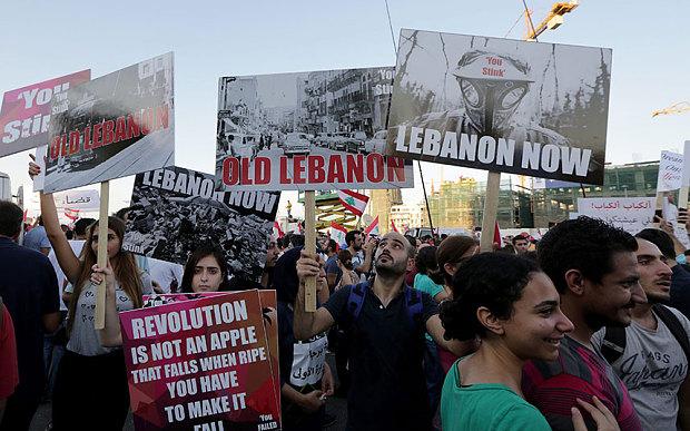 ベイルートの政府の腐敗とに対する抗議で無効部分で何千人も。