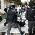 イスラエル政府は、警察はパレスチナ人に発砲を許可