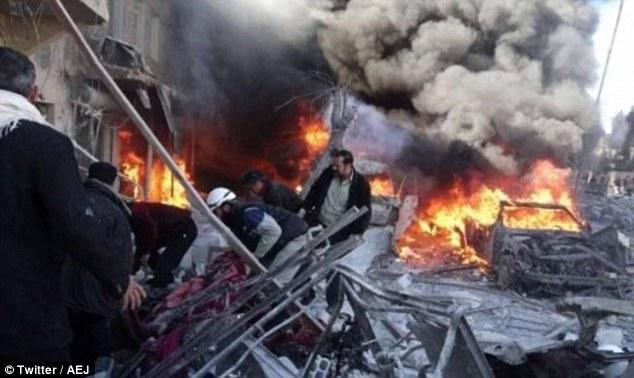 市場に出回っているシリアの野蛮なロシアの爆撃、60は殺さ