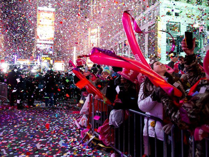 タイムズスクエア木曜日の夜に新年のお祝いは10万人が参加します