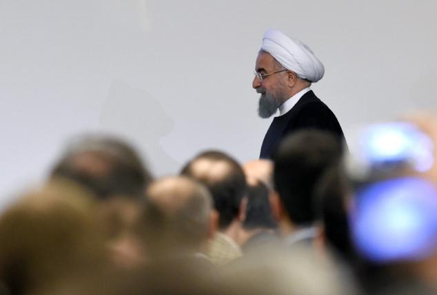 イラン大統領ハッサンRohaniはパリ、追放されたイラン人が抗議に達しました