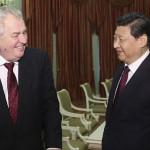 中国の社長習近平とチェコ共和国ミロシュ・ゼマンの社長