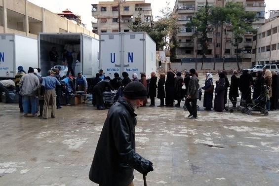 パレスチナ難民の避難所は、救済事業機関(UNRWA)のキャンプの福祉のために設定します