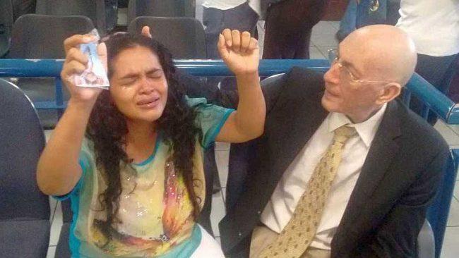 昨日は、マリア・テレサ・リベラは懲役5年後にリリースされました