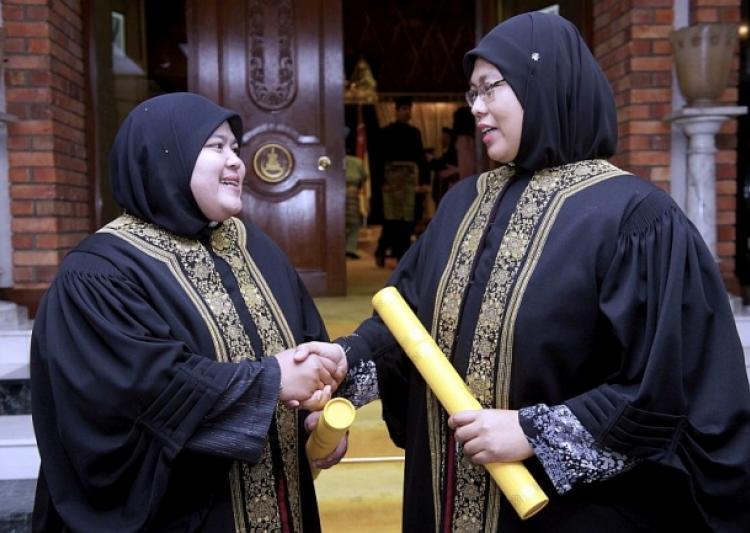 40年と41歳のヌールフダRoslan Nenney Shuhaida Shamsuddinに任命され、イスラム法廷の裁判官