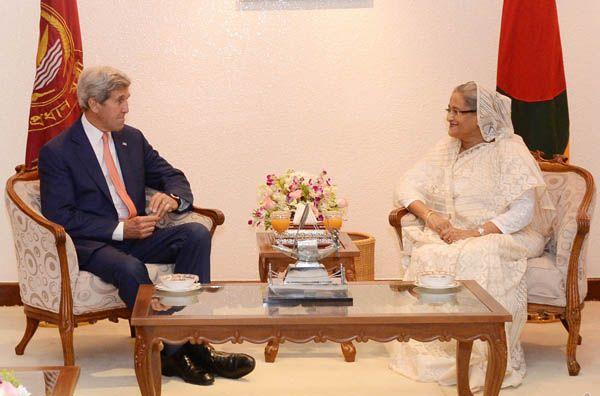 バングラデシュ首相シェイク・ハシナと米国務長官ジョン・ケリー