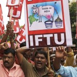 以上15万ルピーの労働者は、インド政府の政策に抗議します