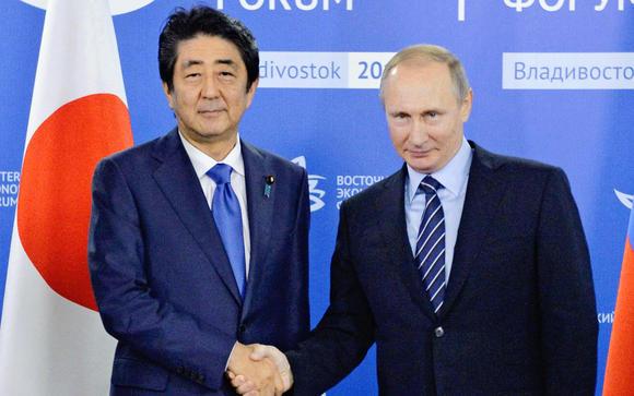 日本の安倍晋三首相とロシアのプーチン大統領
