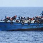 船はリビア沖で沈没し、100移住者が殺されました