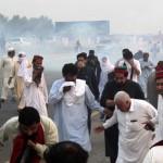パキスタン正義運動の集会とSwabi近くの警察と衝突