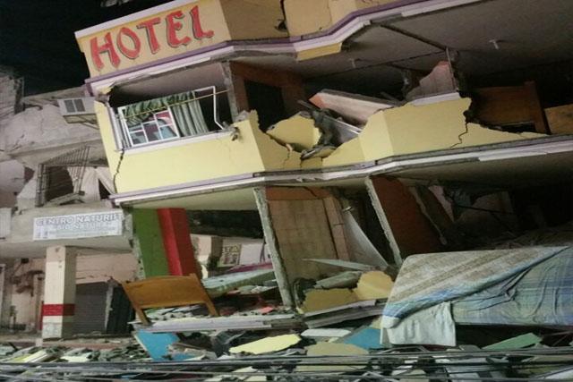 エクアドルの地震で233人が殺された