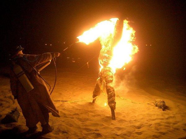エクアドル、火を放つ