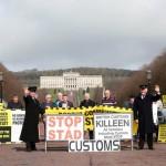 英国の抗議者ロンドンと北アイルランドの冒頭のEUのプロセス