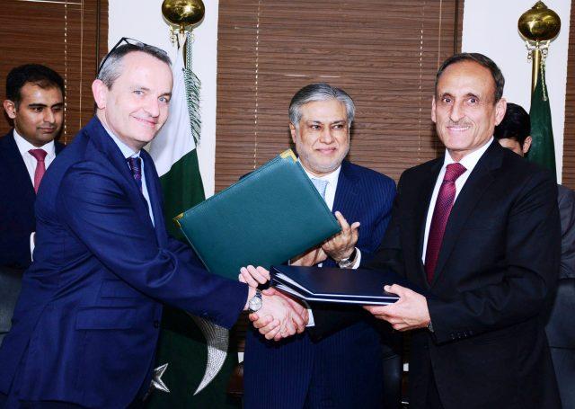 パキスタンの連邦歳入委員会委員長モハマドは、スイスのマルク・ジョージ大使が同意書に署名したと語った