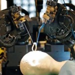 カナダの専門家は、脳の手術のわずか2分を完了したロボット外科医を発明した