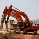 新しい町を征服することを約束したアモナ地区の住民には、最初の作業が始まった