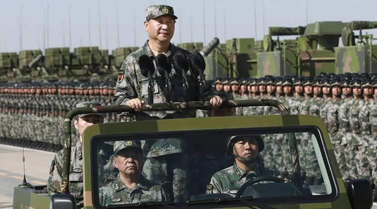 昨日、軍の車に身を包んだ軍隊を身に着けていた西陣平大統領が12,000人の兵士のパレードを検査した