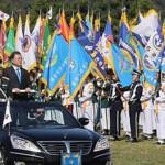 韓国は、武力行使の日を祝うために、弾道ミサイルと現代兵器を披露する