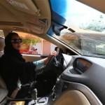 女性が運転できる最低年齢は18歳に設定されています。