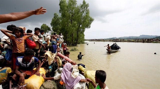 数千人のイスラム教徒が殉教し、ミャンマーと過激派の仏教徒、ミャンマーの抗議のために何百万もの人々が移住を余儀なくされている