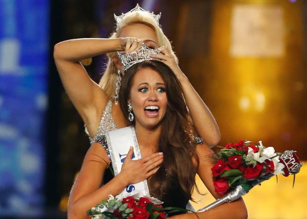ミスアメリカのタイトルを獲得する23歳のCara Mund