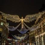 毎年行われるクリスマスライトの展示は、英国のリージェントストリート