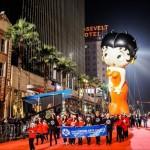 年間ハリウッド・クリスマス・パレードがカリフォルニアで開催された