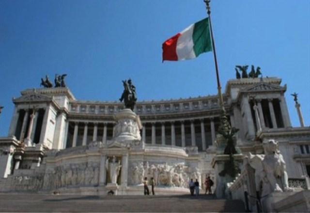イタリア議会解散