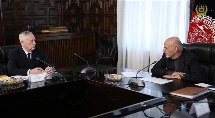 ジェームズ・マッツ国防相がカブールに到着し、アシュラフ・ガニ政府との会談を行った