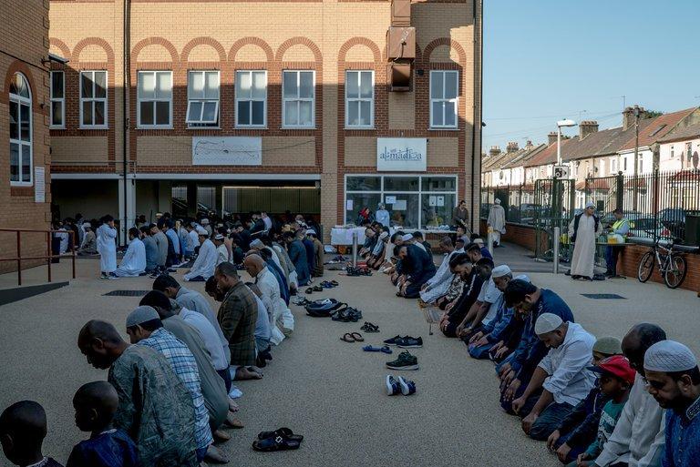 4月3日、イスラム教徒の日、イスラム教徒のための処刑の日を祝うためにこの判決が下された