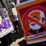 国会議事堂の外で英国到着時にModiに対する数百の騒々しい抗議