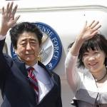 安倍晋三首相と妻の阿部昭恵