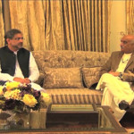Shahid Khaqan Abbasi首相、国会で野党のKhursheed Shah首相