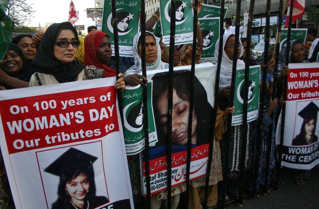 パキスタンの外交官であるAisha Farooqiは、Aafia博士に会った後、報告書を作成した