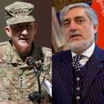 アフガニスタンのアブドラ・アブドゥラ最高司令官とNATO同盟長のジョン・ネルソン准将