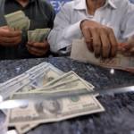 ドルは市場のルピー129で売られている