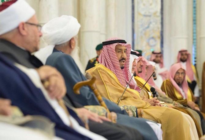 会議でイスラム学者と学者の代表団はまた、ジッダのサルマン・ビン・アブドゥラジズ王と会った