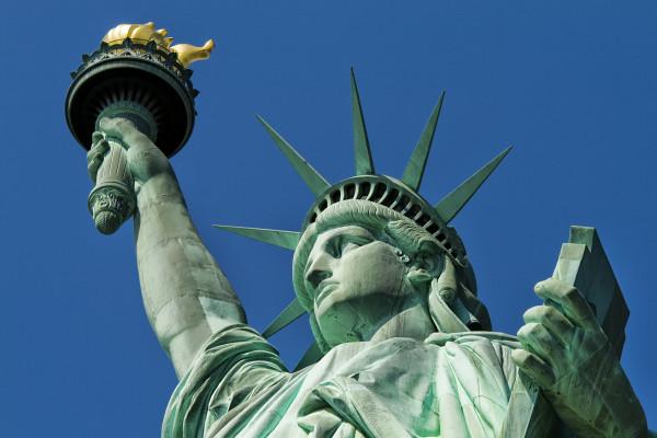 フランスのこの像は、1886年に100歳のアメリカ独立記念日の機会に彼の友情を表明しました。
