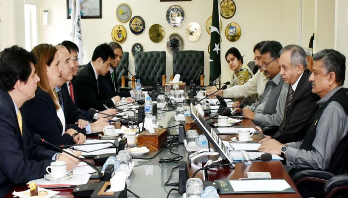 IMF代表団とパキスタン経済チームとの会談